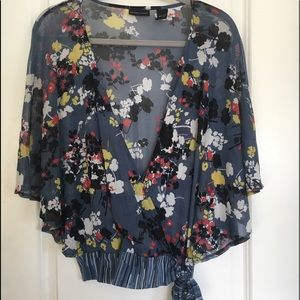 NEW YORK & CO—mesh gray floral top